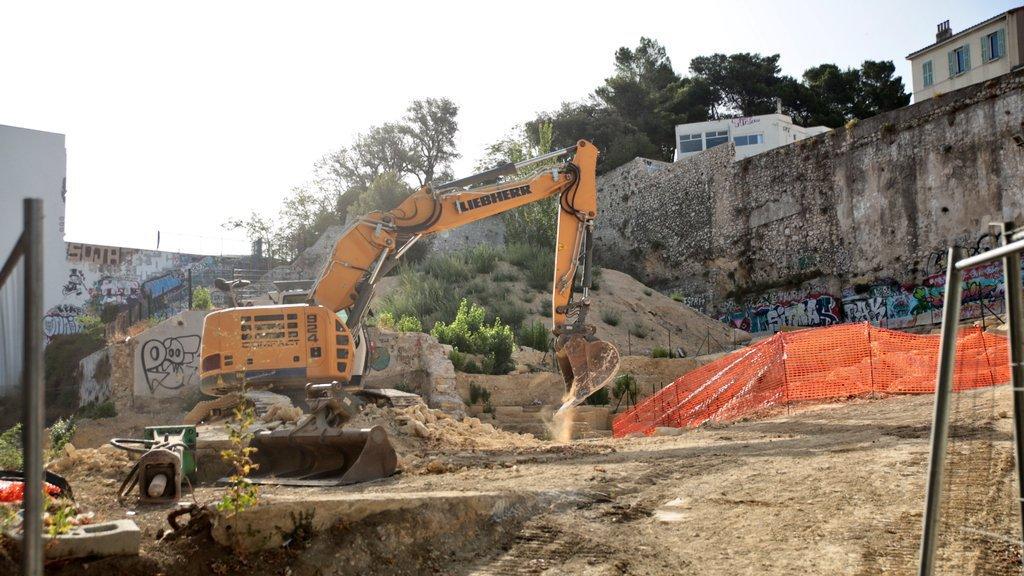 pelle detruisant site  archeo
